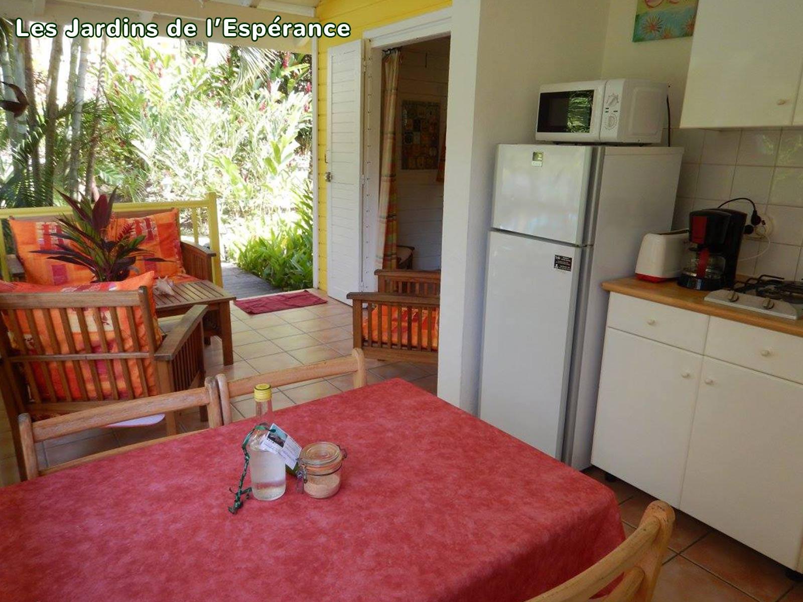 Les Jardins de l'Espérance - Espace cuisine de bungalow